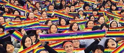 Thousands run in Taipei to support marriage equality